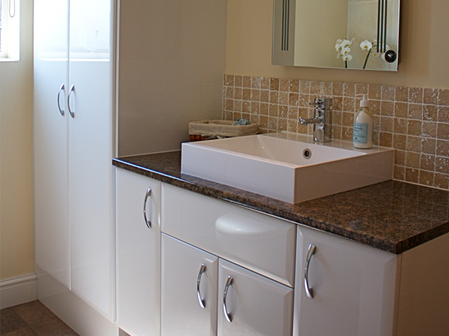 Eastleigh plumbers plumbers in eastleigh chandlers ford for Small fitted bathrooms